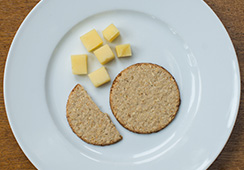 1½ oatcakes and 18g cheese cubes