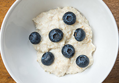 6½  tablespoons porridge and 7 blueberries