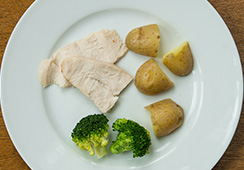1½ small slices chicken, 1 egg–sized  potato and 3½ small florets of broccoli