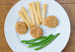 3 small chicken nuggets, 6 thick cut chips, 1 tablespoon green beans
