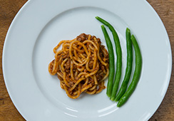 4 tbsps pasta with bolognaise, 1 tablespoon green beans