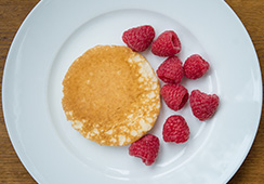 1 small pancake with 8 small berries