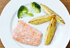 ½ small fillet salmon, 2 small florets broccoli, 3 medium potato wedges