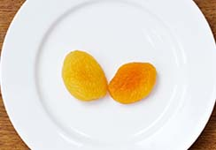 2 dried apricots