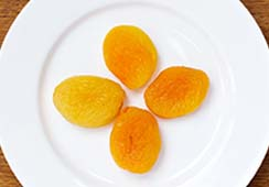 4 dried apricots