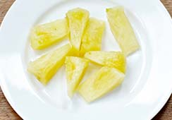 1/2 medium slice of pineapple